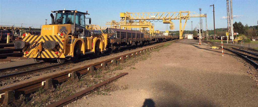 B-track 24 pour opérateur de pont roulant chargeant les trains