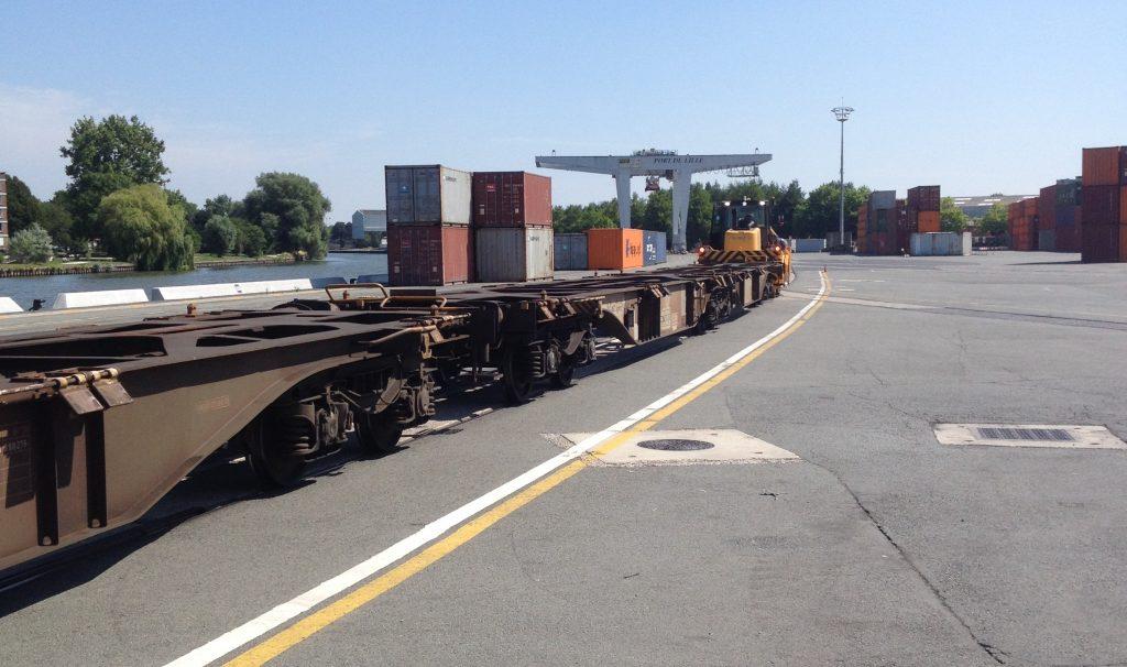 B-track 24 pour le mouvement de wagons de conteneurs